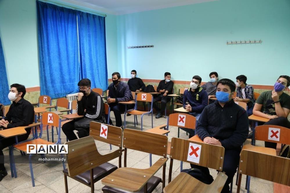 مراسم استانی زنگ بازگشایی مدارس دردبیرستان شهید بهشتی ناحیه  ۲ اردبیل