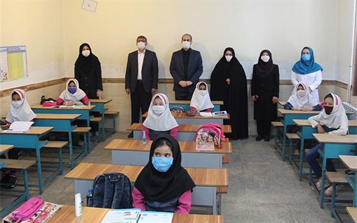 استاندار در مدارس همدان