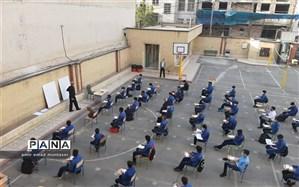برگزاری کلاس ها در حیاط مدرسه