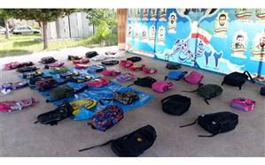 اهدای بسته های آموزشی به دانش آموزان در گیلان
