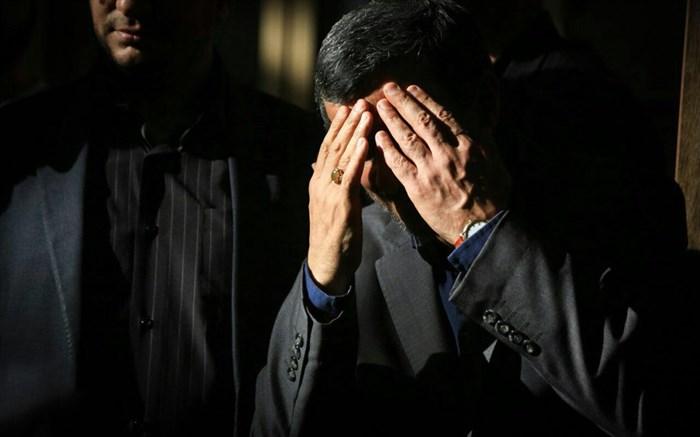 احمدی نژاد در تاریکی