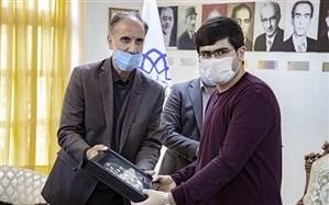 تجلیل شهردار اردبیل از نفر اول کنکور تجربی