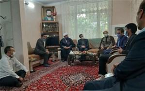 دیدار دادستان مرکز استان با خانواده شهید مجتبی رهبری