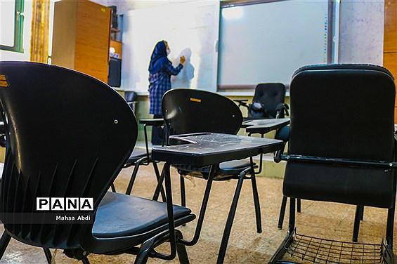 تلاش معلمان شیراز در آموزش مجازی به دانشآموزان