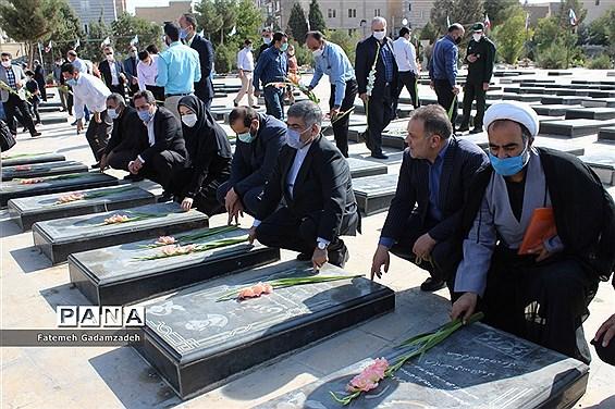 گلباران وعطر افشانی مزارشهدای هشت سال دفاع مقدس شهرستان اسلامشهر