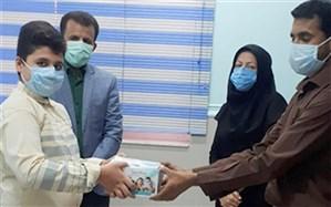دانشآموز خورموجی پسانداز قلک خود را به مدافعان سلامت اهدا کرد