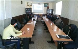 دیدار دانش آموزان نخبه بسیجی با مسؤل  سازمان علم  و فناوری بسیج مستضعفین کشور