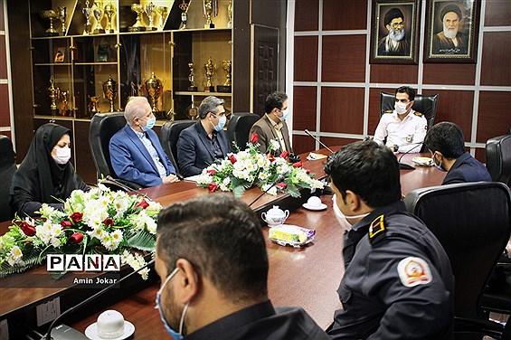 دیدار مدیر سازمان دانش آموزی استان فارس با رئیس سازمان آتش نشانی شیراز به مناسبت گرامیداشت روز آتش نشان