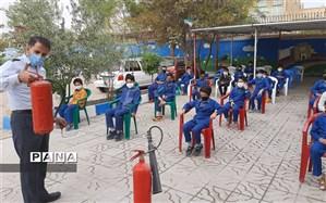 آموزش اصول ایمنی و آتش نشانی برای دانش آموزان دبستان حضرت قاسم یزد