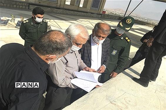 بازدیدرییس بنیاد حفظ آثار و نشر ارزشهای دفاع مقدس فارس از محل پروژه مقبره شهدای گمنام شهرستان نى ریز