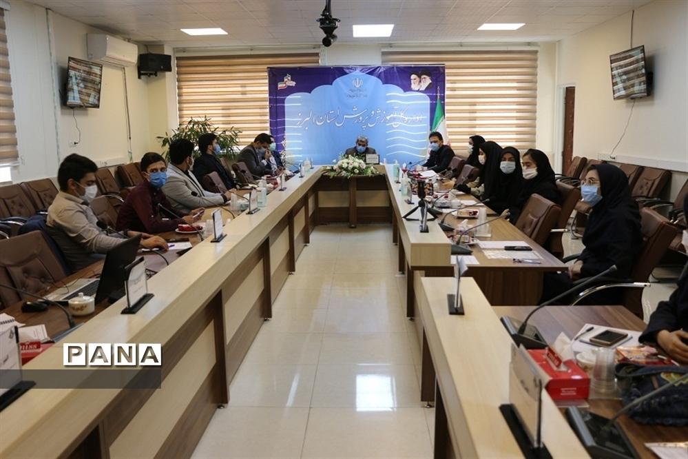 دیدار نمایندگان مجلس دانشآموزی و اعضای هیات رئیسه شورای دانشآموزی با مدیرکل آموزش و پرورش  البرز
