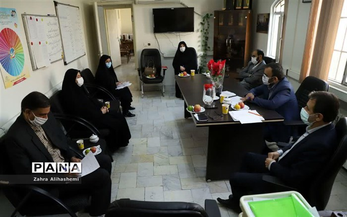 نشست صمیمی معاون پرورشی و فرهنگی شهر تهران در اداره مشاوره در هفته بهداشت روان