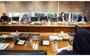 لاشکی: تبلتهای دانشآموزی در اختیار دانشآموزان مناطق محروم قرار گیرد