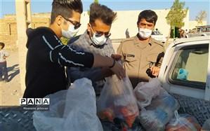 توزیع غذا بین نیازمندان در اردوی جهادی در روستای حصار دارباغ و فسون شهر خوسف