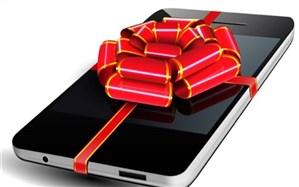 اهدای 2 دستگاه تلفن همراه هوشمند به دانش آموزان بی بضاعت