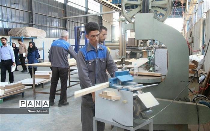 بازدید خبرنگاران از کارگاههای شرکت شهرکهای صنعتی استان خراسان شمالی