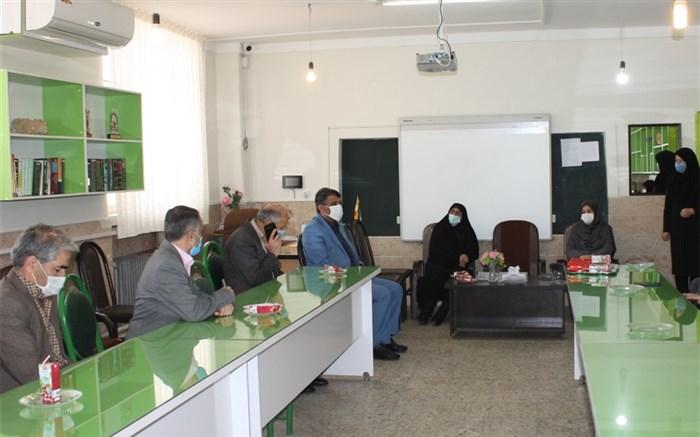 بازدید مدیر کل ارزیابی عملکرد و پاسخگویی به شکایات وزارت آموزش و پرورش از مدارس استان زنجان