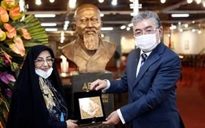 تندیس «آبای» شاعر قزاقستانی در موزه کتاب و میراث مستند کتابخانه ملی ایران جانمایی شد