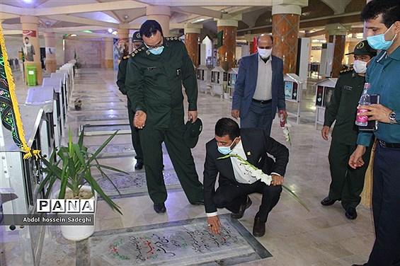 تجدید میثاق معاون پرورشی و فرهنگی اداره کل آموزش و پرورش استان بوشهر با شهدای دانش آموز و فرهنگی