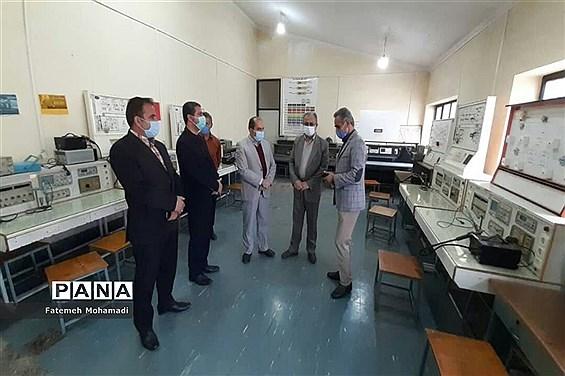بازدید نماینده مردم محمودآباد در مجلس از هنرستان شهید کلانتری