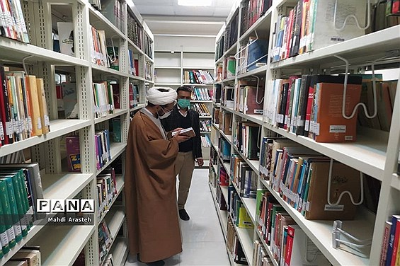 بازدید امام جمعه شهرستان خوسف از کتابخانه شکوهی خوسف به مناسبت روز کتاب و کتابخوانی