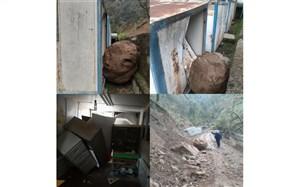 ریزش کوه در جاده روستای کوته کومه آستارا و تخریب یک مدرسه کانکسی