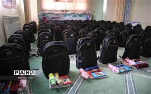 ۲۰۰بسته آموزشی در قالب کمک های مومنانه بین دانش آموزان بی بضاعت منطقه میانه توزیع شد