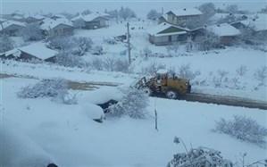 امدادرسانی به ۹۹ خودروی گرفتار در برف گیلان