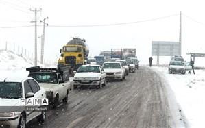 جادههای ۹ استان برفی و بارانی است