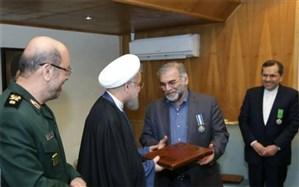 وقتی نشان خدمت برجام بر سینه فخر ایران نشست