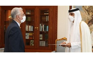 سفیر جدید ایران استوارنامه خود را تقدیم امیر قطر کرد
