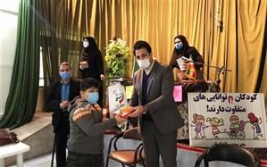 12 تبلت بین دانش آموزان با نیازهای ویژه اهدا  و توزیع شد