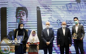 تجلیل از دانش آموز منطقه 19، تنها پژوهشگر برترشهر تهران