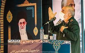 سردار سلامی: ما تمام لوازم شکست دشمنان را در اختیار داریم