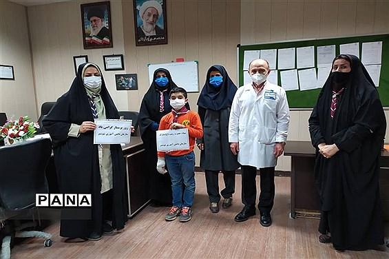 تقدیر پیشتازان سازمان دانشآموزی شوشتر از پرستاران و کادر درمان بیمارستان خاتم الانبیا (ص)