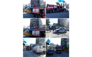حضور آتش نشانان در سقوط داربست ساختمان در کاشان
