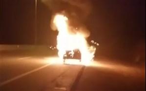 آتش گرفتن خودرو ۲۰۶ در مسیر تهران به شیراز+ویدئو
