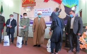 اهدا ی 40 دستگاه تبلت و گوشی هوشمند به دانش آموزان نیازمند شهرستان پارس آباد