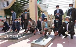 ادای احترام  مدیرکل آموزش و آموزش و پرورش استان کرمان به مقام والای شهیدان گمنام شهر عنبرآباد