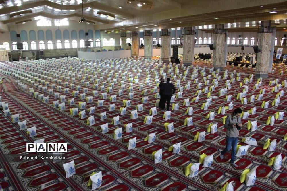 تهیه و توزیع ۲۰۰۰ بسته معیشتی در سالگرد شهید سلیمانی