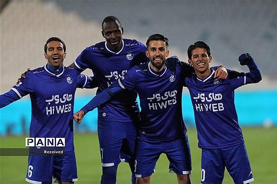 دیدار تیمهای استقلال تهران و آلومینیم اراک