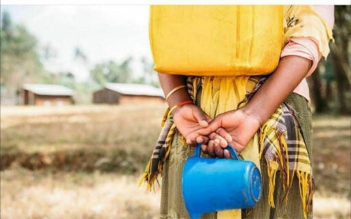 زنان برخی استانها کولبری آب میکنند