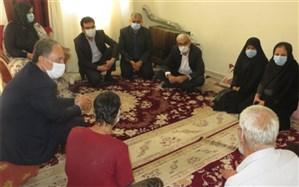 دیدارمعاون سیاسی امنیتی اجتماعی استانداری بوشهر با خانواده دارای سه فرزند معلول