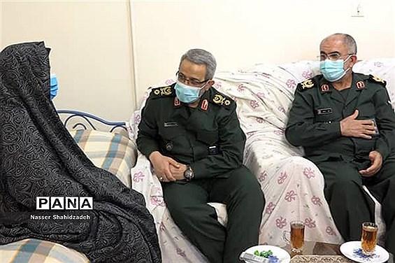 دیدار سردار غیب پرور با دو خانواده شهید بوشهری