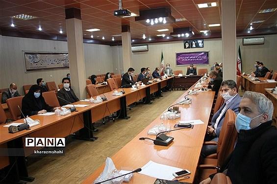 جلسه مشترک شورای آموزش و پرورش نواحی یک و دو بهارستان با موضوع طرح نماد در فرمانداری