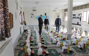 توزیع 130بسته معیشتی  دبیرستان فرزان بیرجندبین دانش آموزان محروم