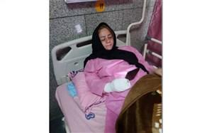 عیادت مدیر آموزش و پرورش منطقه 15، از معلمی که روی تخت بیمارستان  تدریس را رها نکرد