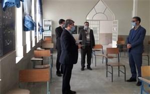 سعید شهریاری مدیر آموزش وپرورش منطقه 15، از حوزه امتحان نهایی جابرابن حیان بازدید کرد