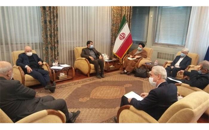 استاندار آذربایجان شرقی به همراه جمعی از نمایندگان استان با وزیر نفت دیدار و گفتوگو کرد