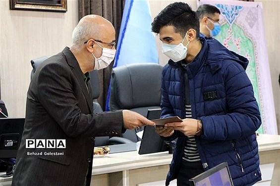 تجلیل از دانش آموزان منتخب مسابقات قرآنی و فرهنگی آذربایجان غربی